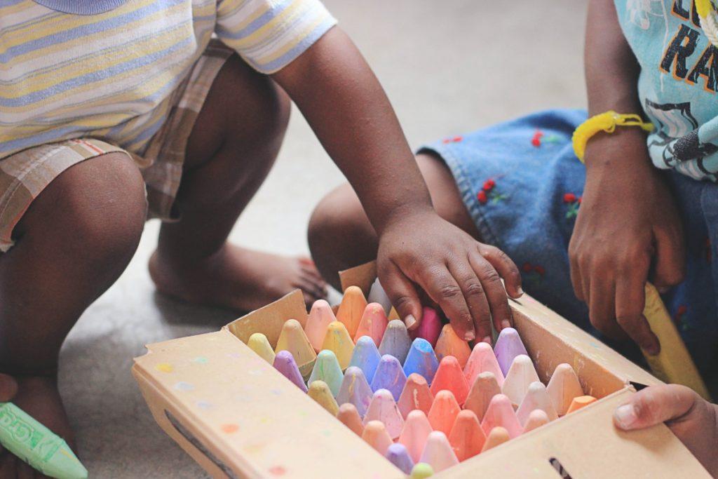 kids sharing chalk